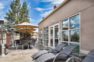 Holiday Inn Morgan Hill Outdoor Lounging