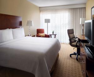 Santa Clara Marriott King Guest Room